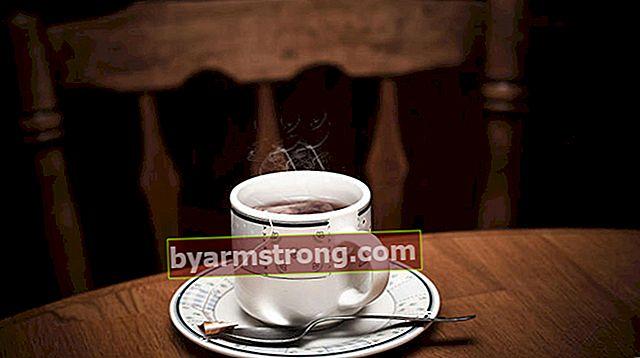 Come rimuovere le macchie di tè? Come pulire la macchia di tè secca su moquette, divano e vestiti?