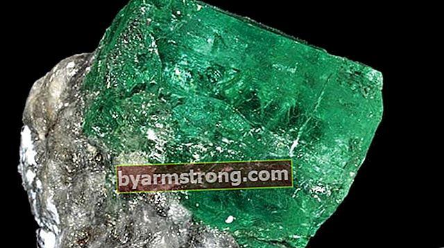 Apa itu batu zamrud, bagaimana ia terbentuk? Apa Sifat, Makna Dan Kebaikan Batu Zamrud Hijau Asli?