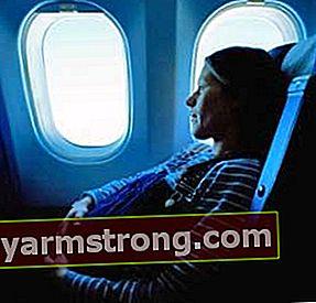 妊娠中の女性のために飛行機に乗るのは安全ですか?