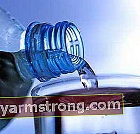 Turunkan berat badan dengan minum air putih 8-10 gelas sehari