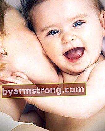 건강한 발달을 위해 아기의 반사 신경을 따르십시오!