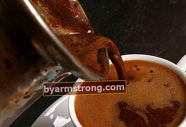 """Il sintomo di questa malattia è il desiderio di """"mangiare fondi di caffè""""!"""