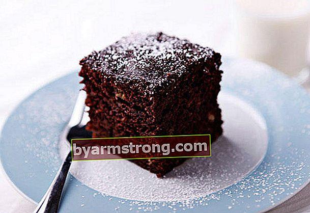 電子レンジでの実用的なウェットケーキのレシピ