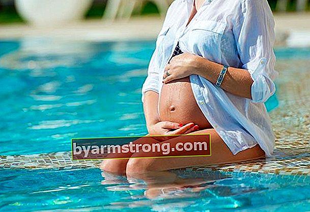 妊娠中に泳ぐのは有害ですか?