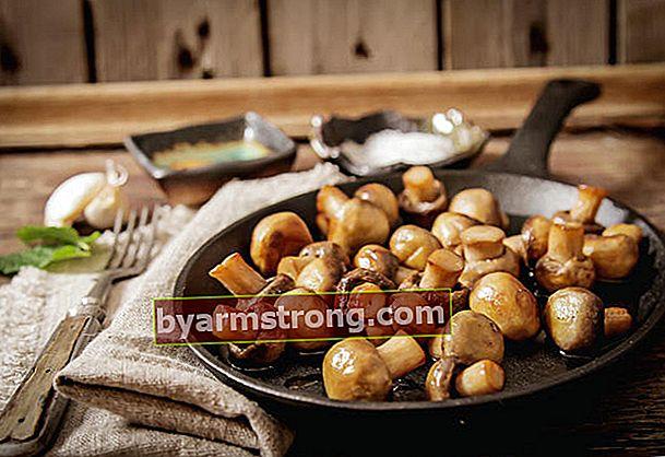 마늘 소스를 곁들인 구운 버섯 조리법