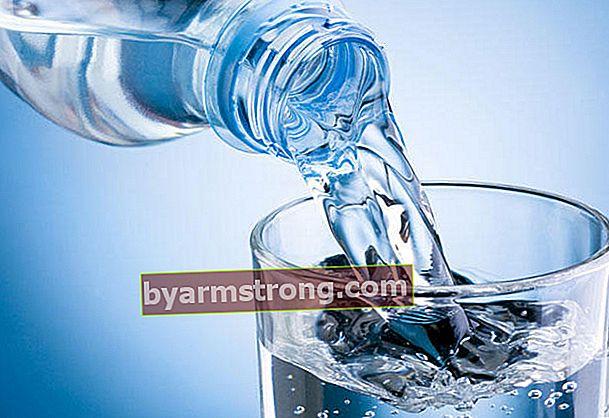 Benefici dell'acqua potabile prima e dopo il sonno