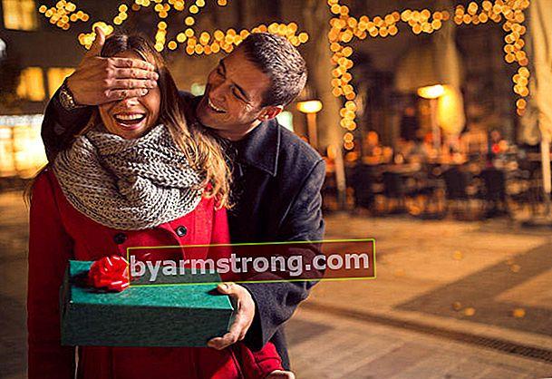 Hadiah apa yang akan diberikan kepada kekasih di Malam Tahun Baru?