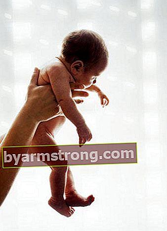 Jangan sunat bayi baru lahir sebelum hari ke-7!