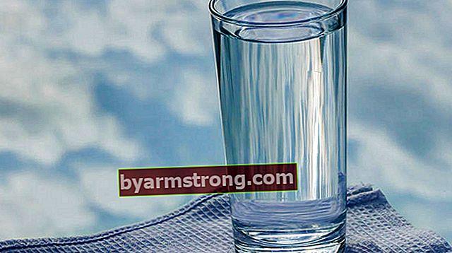 Quanti bicchieri d'acqua fa 1 litro d'acqua? Mezzo litro di latte e acqua, quanti bicchieri da tè fanno?