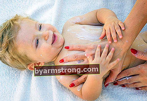 아기와 어린이에게 적합한 자외선 차단제를 선택하는 방법은 무엇입니까?