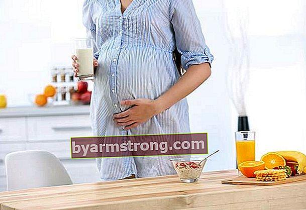 妊娠3ヶ月目の母親と赤ちゃんの健康