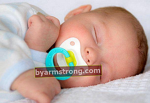 Apakah berbahaya menggunakan empeng pada bayi baru lahir?