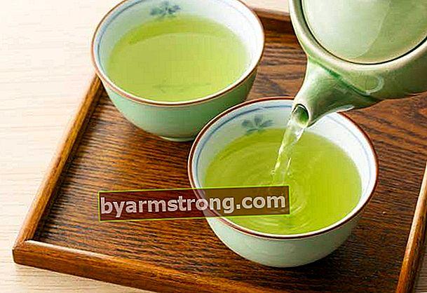 Come viene preparato il tè verde?