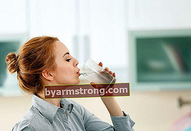 Apa itu puasa air? Apa manfaat dan kemungkinan bahaya puasa air?