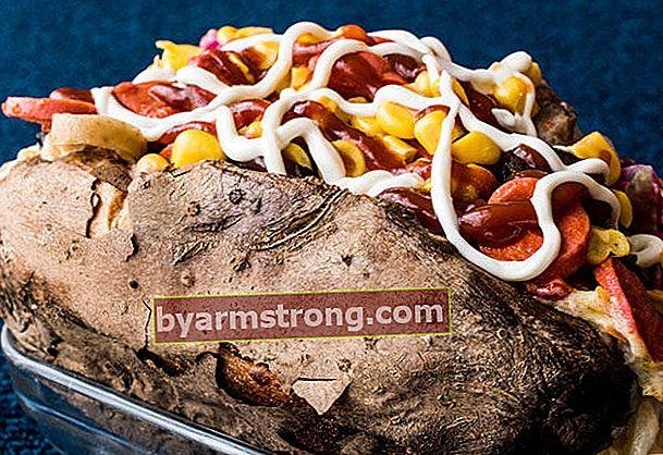 Patate al forno casalinghe per chi non trova la possibilità di mangiare fuori patate al forno